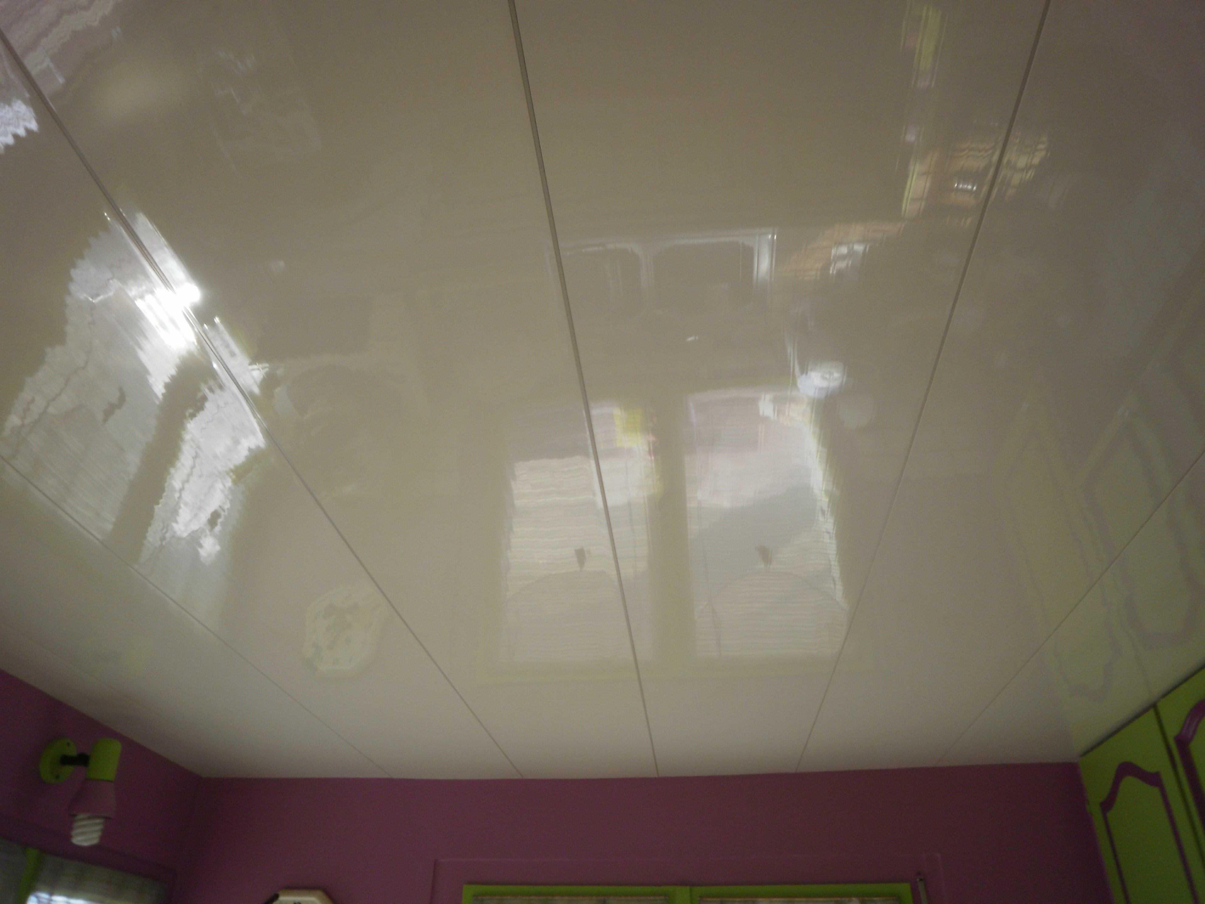 Plafond suspendu for Plafond pvc cuisine